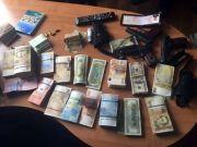 """СБУ """"потрусила"""" рынок в Одессе: Изъяли 10 млн грн и оружие"""