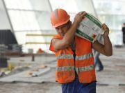 Украинским заробитчанам хотят раздать специальные карточки для работы