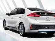 Hyundai продемонструвала хетчбек Ioniq, який отримає повністю електричну та дві гібридні модифікації