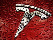 Электромобили Tesla будут парковаться без водителя за рулем