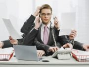 Увольнение: как и когда писать заявление, нужно ли отрабатывать и какие выплаты положены