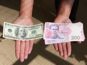 Українці за рік продали валюти на 1,5 мільярда більше, ніж купили