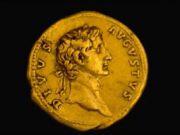 Археологи обнаружили в Израиле редчайшую древнюю золотую монету (видео)