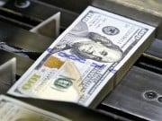 Курс наличного доллара незначительно снизился