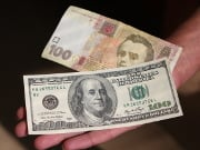 Попит на долари виросте через політичну кризу, - експерт