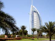 У Дубаї чоловік літав з реактивним ранцем, як супергерой (відео)