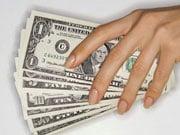 Украинцы впервые за 3 года купили валюты больше, чем продали