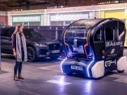 Робомобили Jaguar Land Rover оповестят о намерениях проекцией на дороге