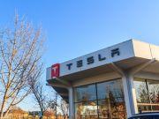 Сонячні дахи Tesla розпродані до 2018 року