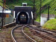 Порошенко розповів, скільки поїздів вже проїхало Бескидським тунелем
