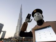 Майбутнє настало: роботи-поліцейські заступають на службу в Дубаї