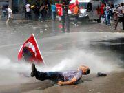 Турция: власти приносят извинения, но водометы не молчат