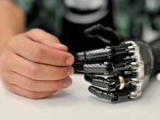 В Швеции впервые подключили протез руки, который дает тактильные ощущения (видео)