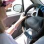 У Великобританії встановлять розумні дорожні знаки, які ловитимуть водіїв зі смартфонами