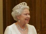 Єлизавета ІІ через кризу зменшує видатки на свій гардероб