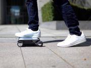 Представлено незвичайний електроскутер, що нагадує ноутбук з коліщатками (відео)