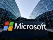 Microsoft выводит на рынок смартфон с двумя дисплеями (фото)