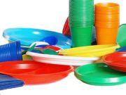 В Европарламенте проголосовали за запрет пластиковой посуды в ЕС