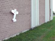 """В Канаде создали беспилотник с """"когтями"""", способный садиться на вертикальную стену (видео)"""