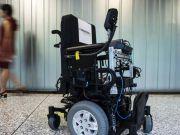 Аеропорти й госпіталі оснащують інвалідними робокріслами