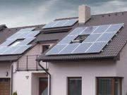 Tesla начала установку солнечной черепицы в домах клиентов