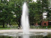 На Майдане Независимости в Киеве запустили фонтаны