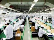 Foxconn запропонував новим співробітникам бонус в $1000 для відновлення роботи заводу в Китаї