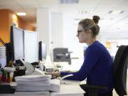Права, льготы и гарантии работающих женщин: разъясняет Гоструда