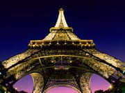 У Парижі заборонять паркувати самокати на тротуарах