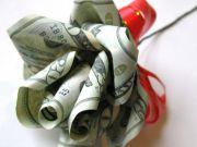 Лишь 6% украинок хочет деньги в подарок на 8 Марта