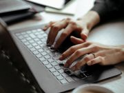 Facebook дозволить більшості співробітників працювати з дому