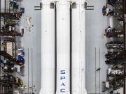 Илон Маск показал мощнейшую ракету Falcon Heavy