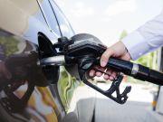 Индекс бензина: сколько топлива можно купить на среднюю зарплату (инфографика)