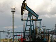 Нефть продолжает дешеветь из-за роста запасов в США