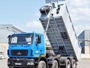 МАЗ привез в Украину новый четырехосный самосвал