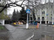 У Краматорську протестувальники встановили блок-пост біля військового аеродрому