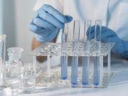 Президент подписал указ о повышении зарплат работникам лабораторий
