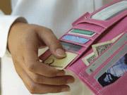 Українці переходять на безготівку – більше половини покупок вже оплачують карткою