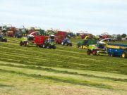 Аграрии установили новый мировой рекорд по сбору урожая на тракторах