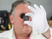 Женщина нашла на чердаке монету, оцененную в $134 тысячи (фото)