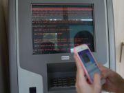 """Последствия хакерской атаки: """"Укрсоцбанк"""" призвал клиентов отложить на день ряд операций"""