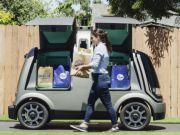 Беспилотные автомобили в США начали развозить продукты заказчикам