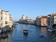 В Венеции тестируют лазерные технологии, чтобы предотвращать столпотворение пеших туристов (видео)