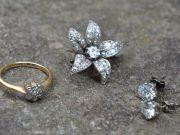 На заздрість Бендеру: шотландська пара виявила в старому стільці діаманти (фото)