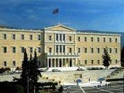 Незважаючи на рецесію, дефіцит Греції різко скоротився