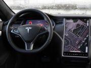 Электрокары Tesla будут показывать видео с YouTube и Netflix