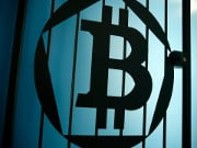 Стоимость Bitcoin впервые с начала 2018 года превысила 17 тысяч долларов
