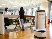 В Китае еду в офисы доставляют роботы