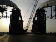 На арках Подольско-Воскресенского моста начали монтировать ванты (фото)