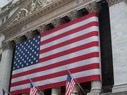 Американские банки снижают бонусы и повышают зарплаты